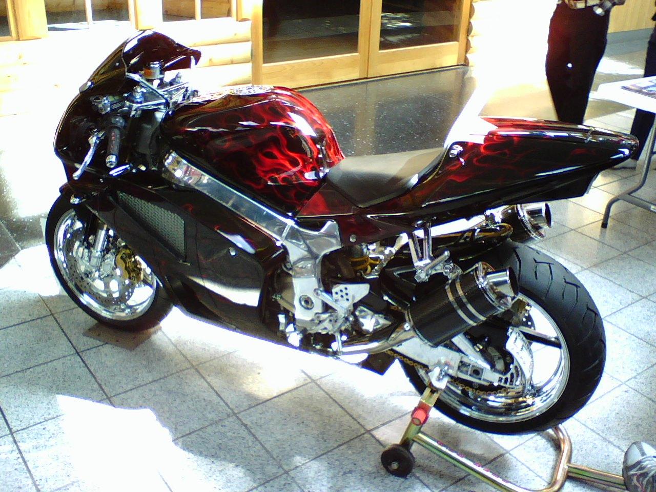 Sportbikes.net - View Single Post - Custom 2000 Honda RC51 ...