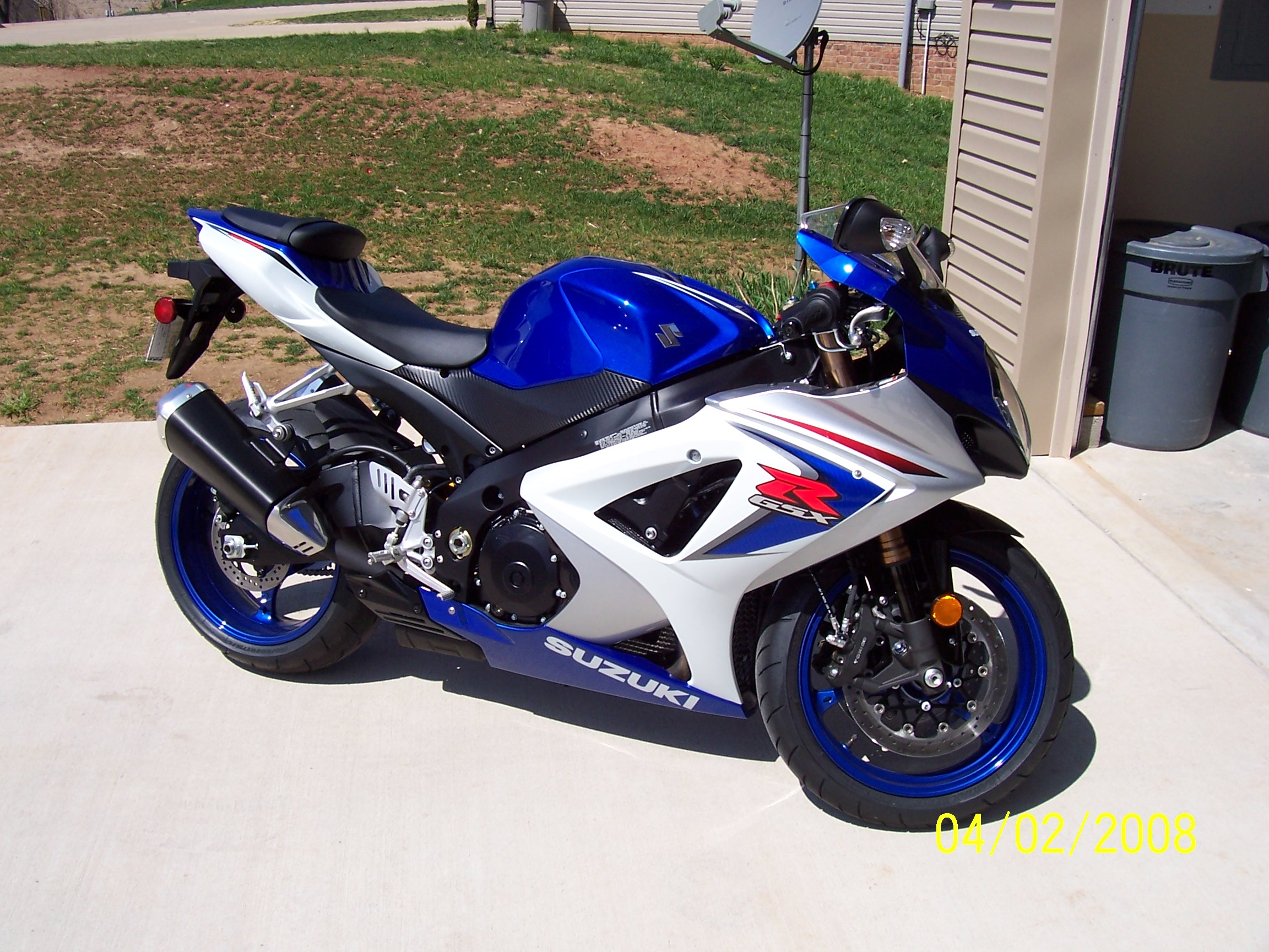 My new toy GSXR 1000 K8, box stock, for now