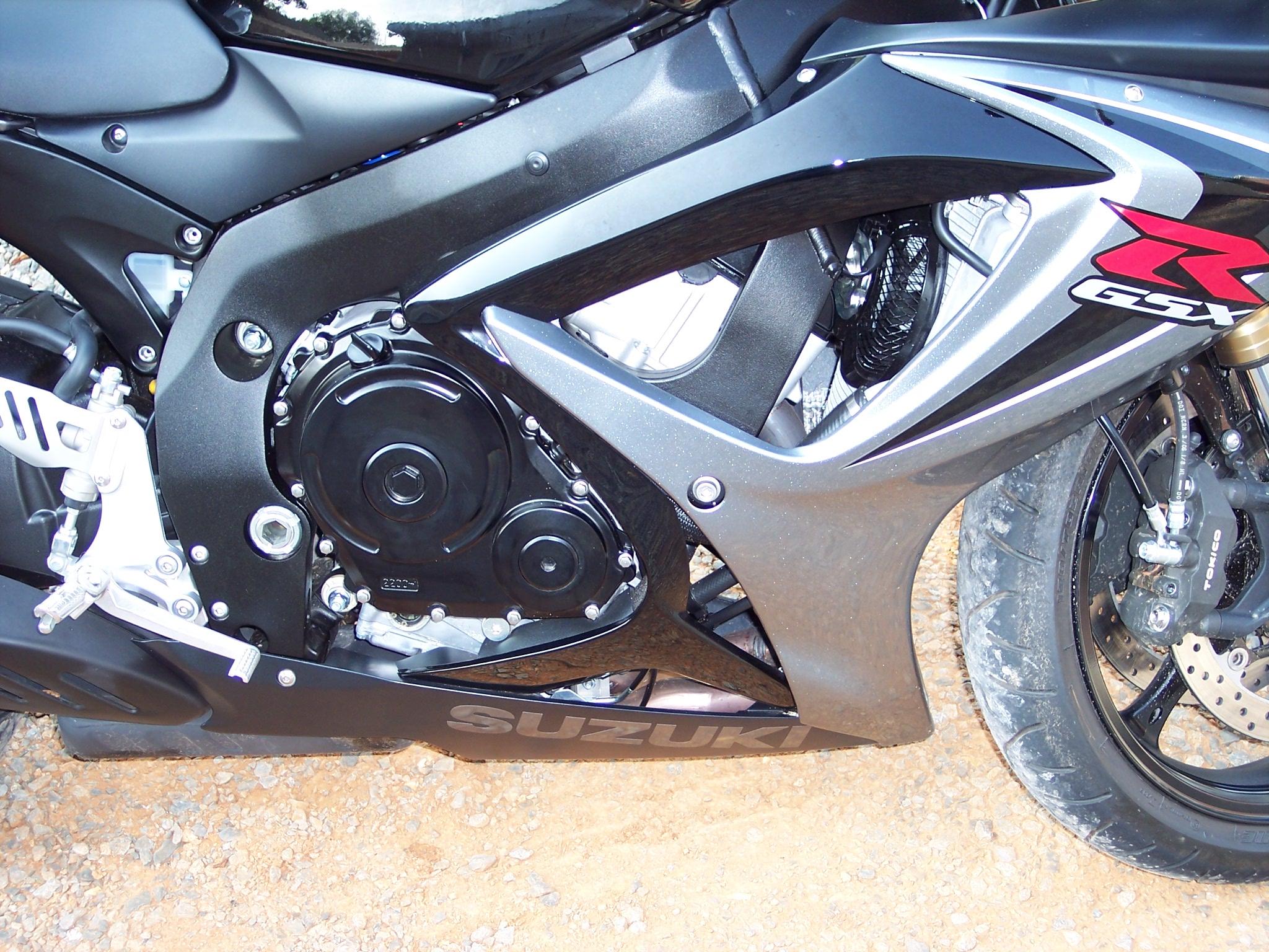 Best Brake Pads >> SBN Tests Motovation No Cut Frame Sliders For The 2006 GSXR 600 & 1000 - Sportbikes.net