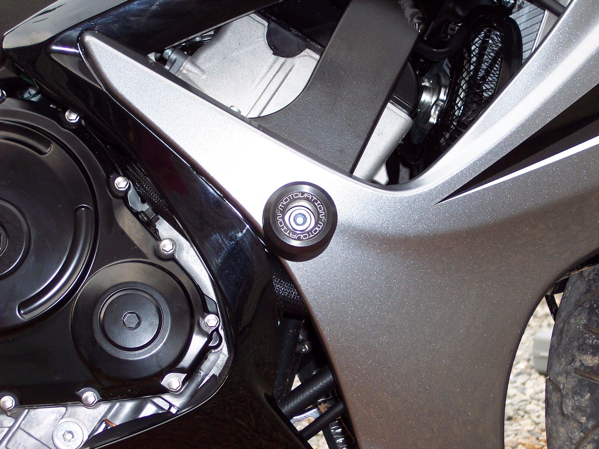 SBN Tests Motovation No Cut Frame Sliders For The 2006 GSXR 600 ...