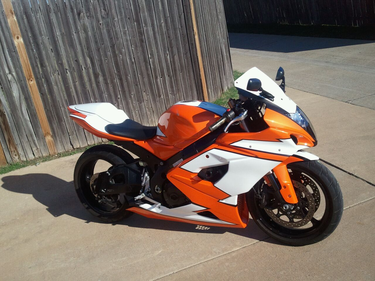 custom-paint-ideas-06-gsxr-1000-2011-10-17_16.30.13.jpg
