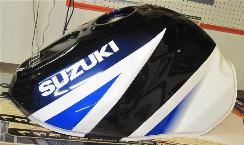 04-suzuki-gsxr1000-gas-tank-sale-2013-01-03-003-custom-.jpg.JPG Views:3143 Size:69.5 KB ID:211012
