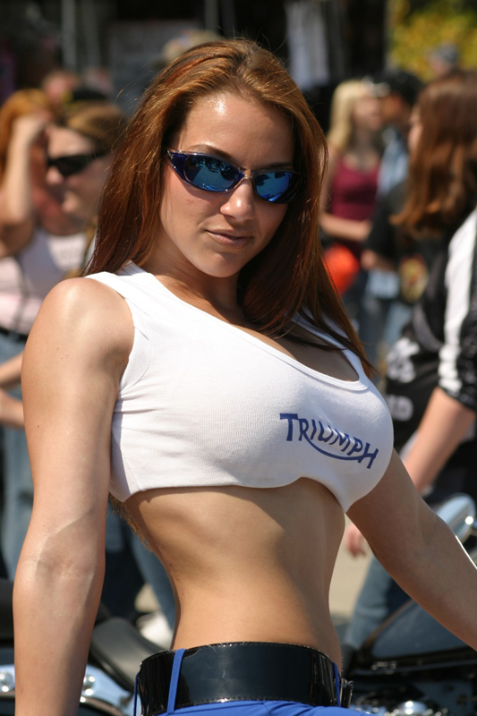 http://www.sportbikes.net/forums/attachments/biker-babes-nws/118508d1175271288-triumph-girl-420354368_c017c28ecb_o.jpg