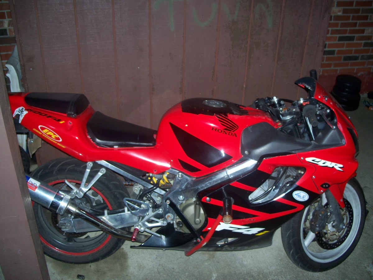 ... CBR600F4i Here Are Some Pics Taken Today Price Is Now 3750 .