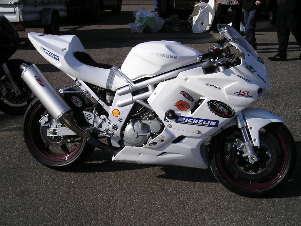 Sportbikes.net - View Single Post - My new 2007 Hyosung GT 250R!