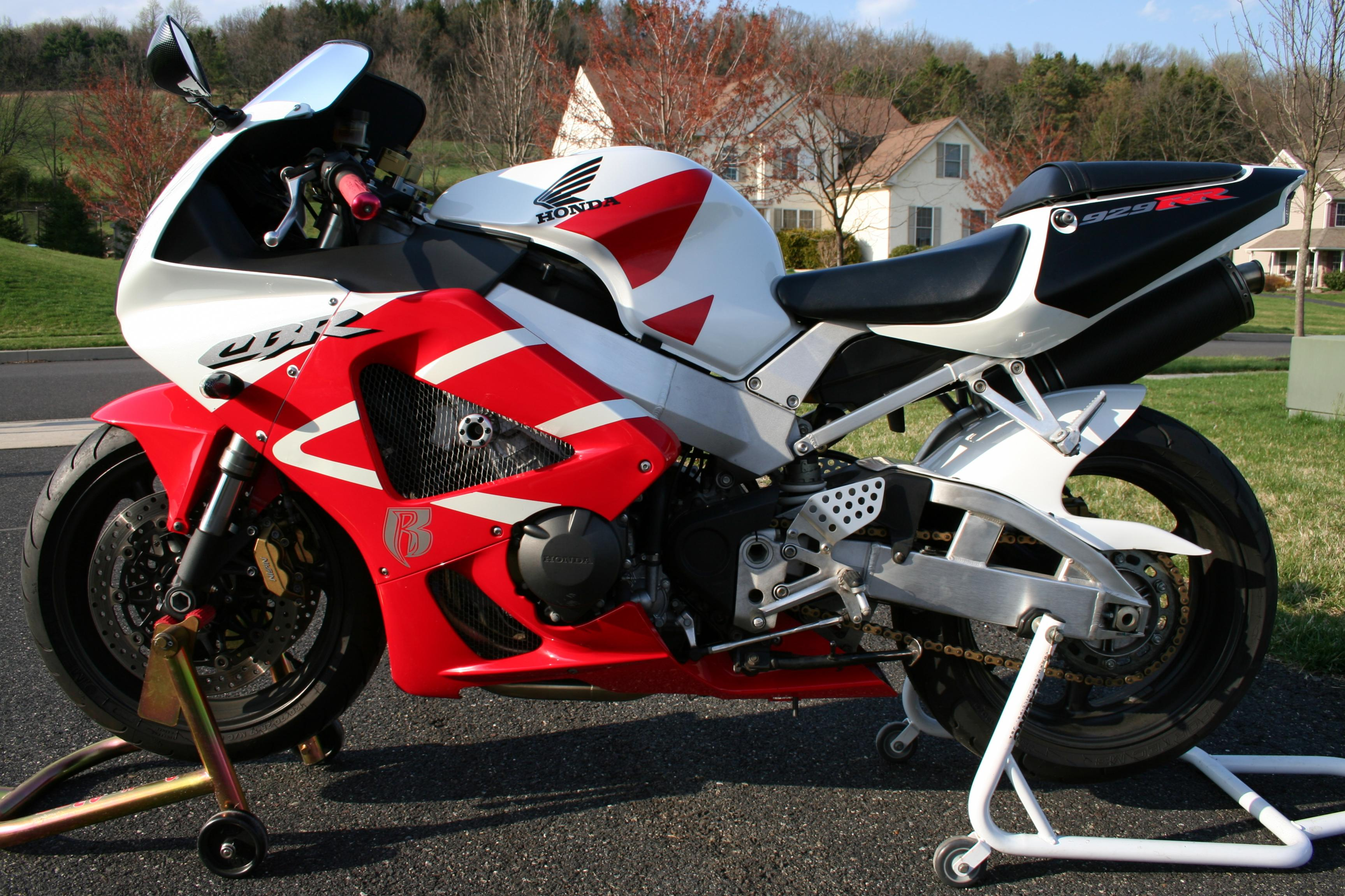 SOLD - 2000 Honda CBR 929 RR with stands - Sportbikes.net