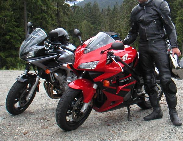 Test ride of CBR600 vs FZ6 - Sportbikes net