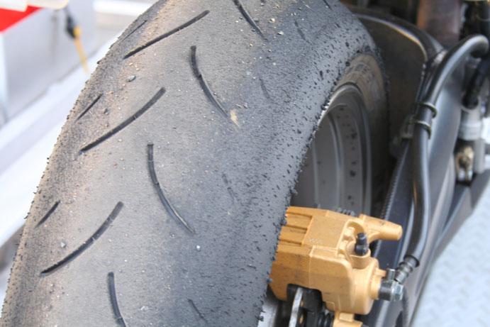93811d1155216755 tire size chicken strips rear1