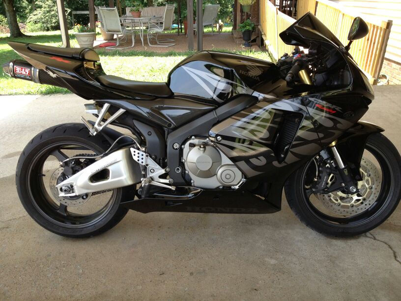 05-cbr-600rr-black-tribal-uploadfromtaptalk1352840886193.jpg